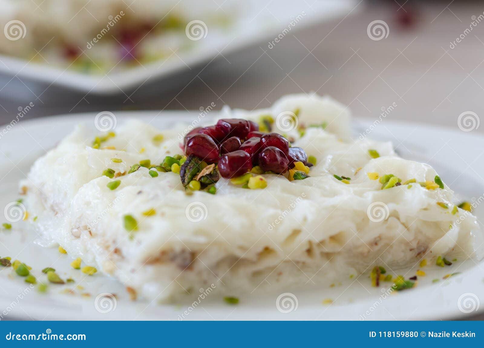Παραδοσιακό επιδόρπιο Gullac Ramadan