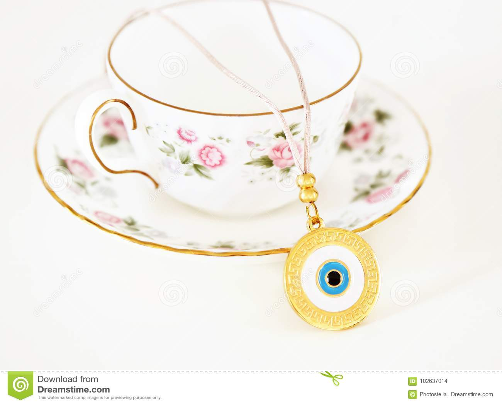 Παραδοσιακό περιδέραιο με το κακό μάτι και τα ελληνικά meandros - διαφήμιση κοσμήματος  μόδας 2cf6112ed8d