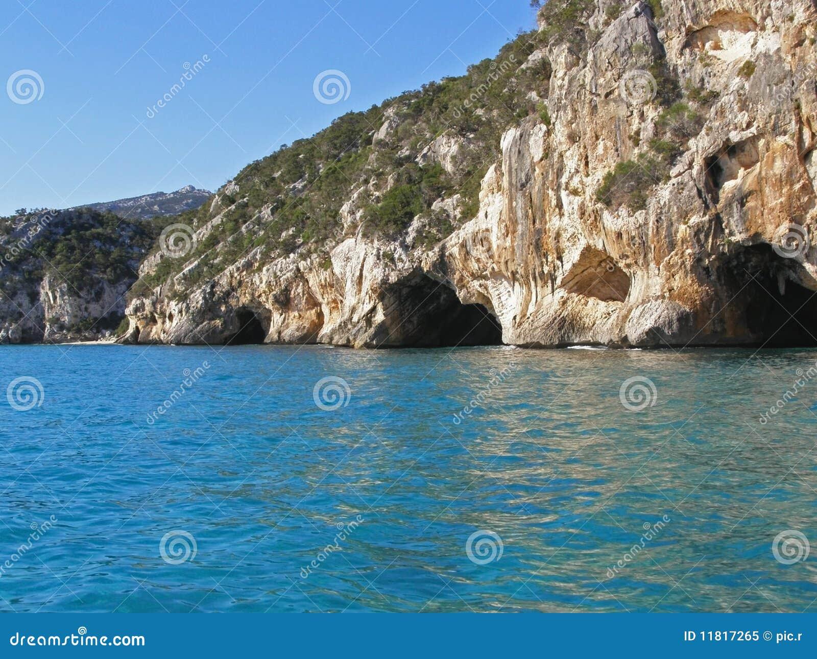 παραλία σπηλιών