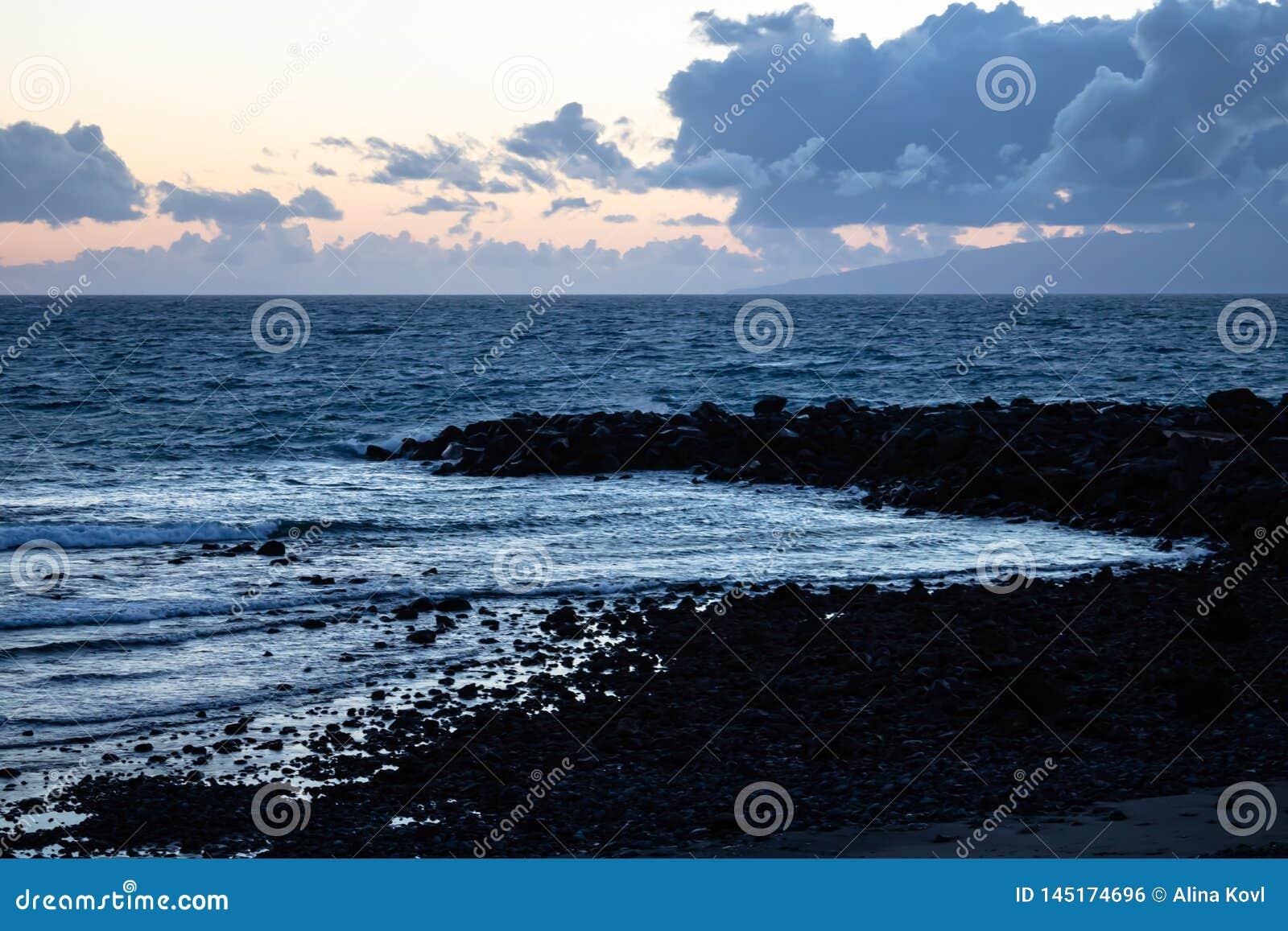 Παραλία στο σούρουπο - Κανάρια νησιά, Tenerife, Ισπανία - εικόνα