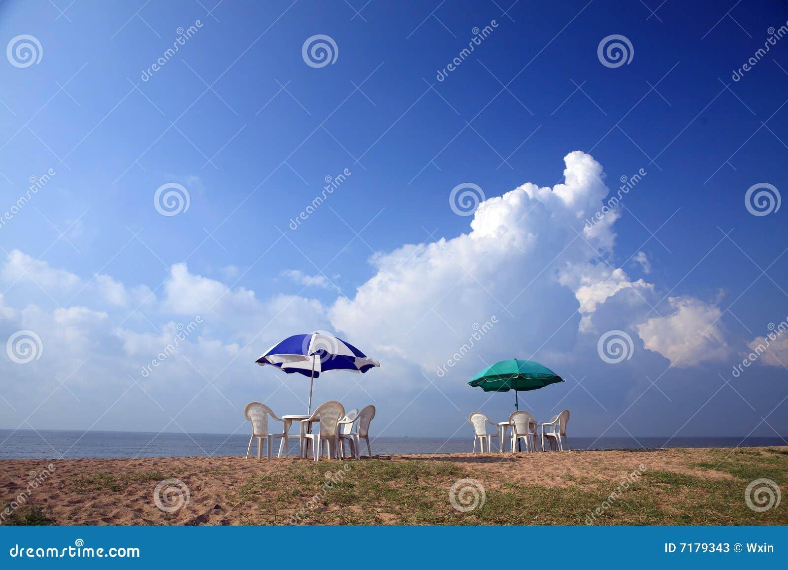 παραλία parasols