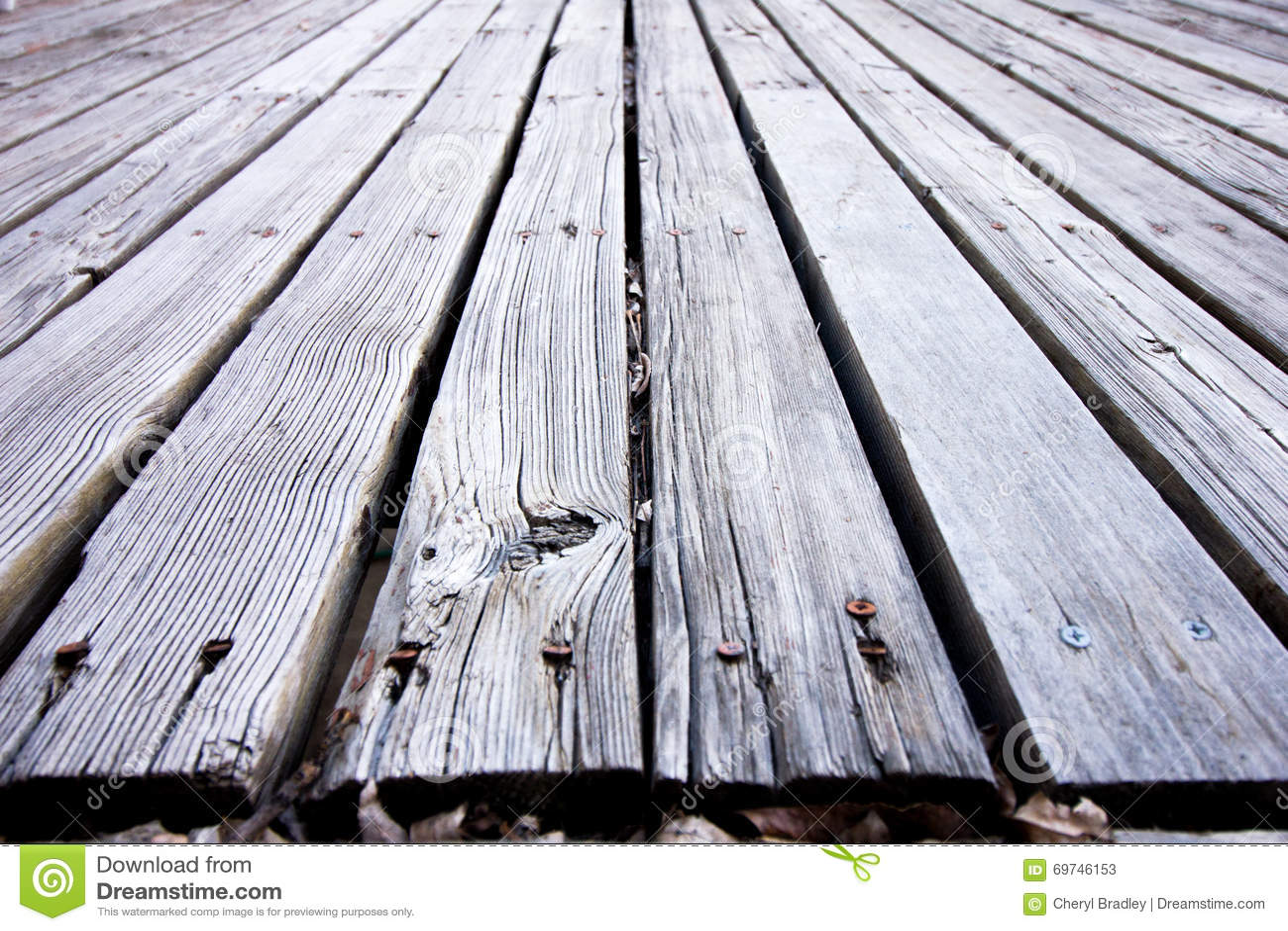 Παραμελημένη ξύλινη γέφυρα