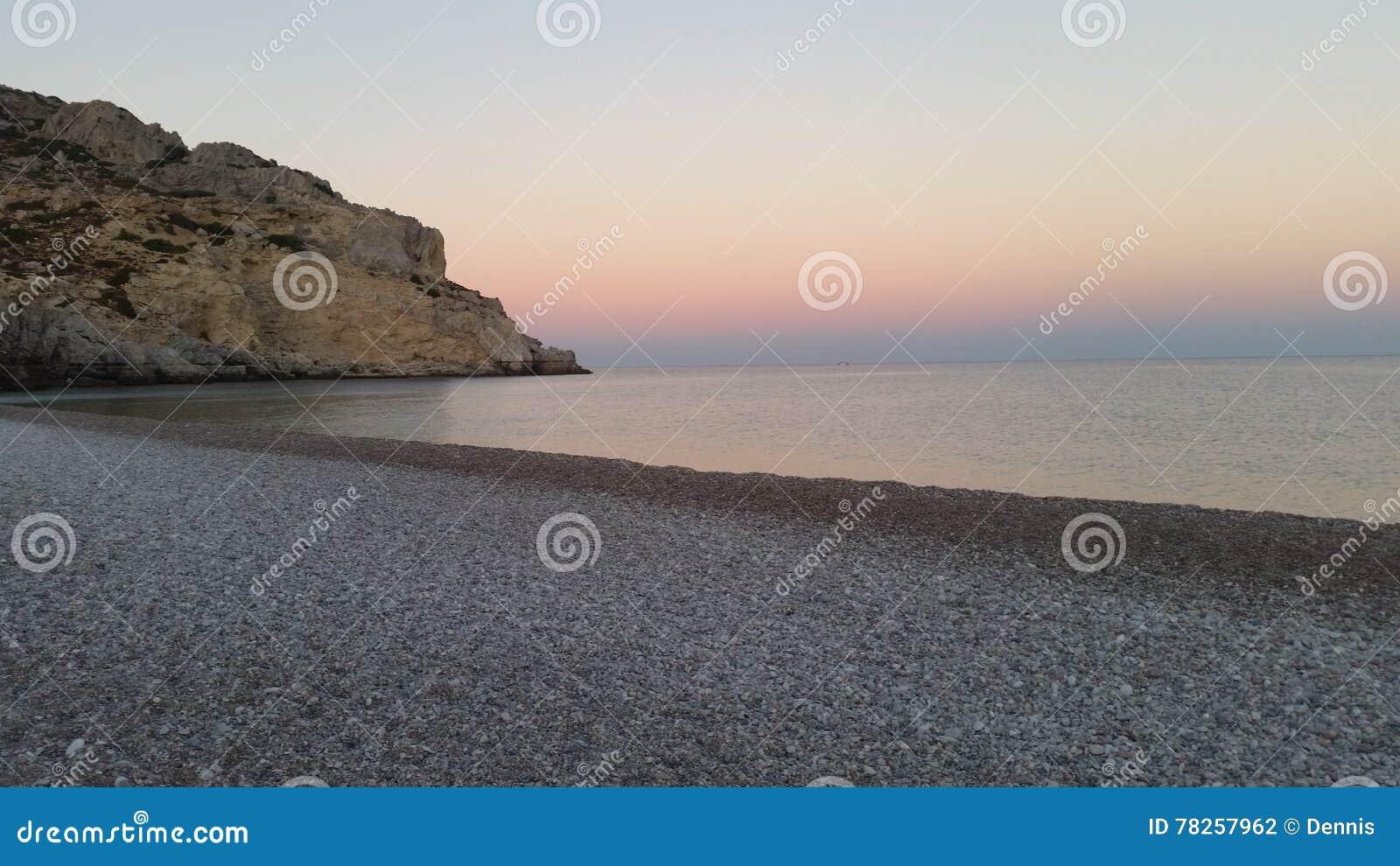 παραλία πέρα από το δύσκολ&omic