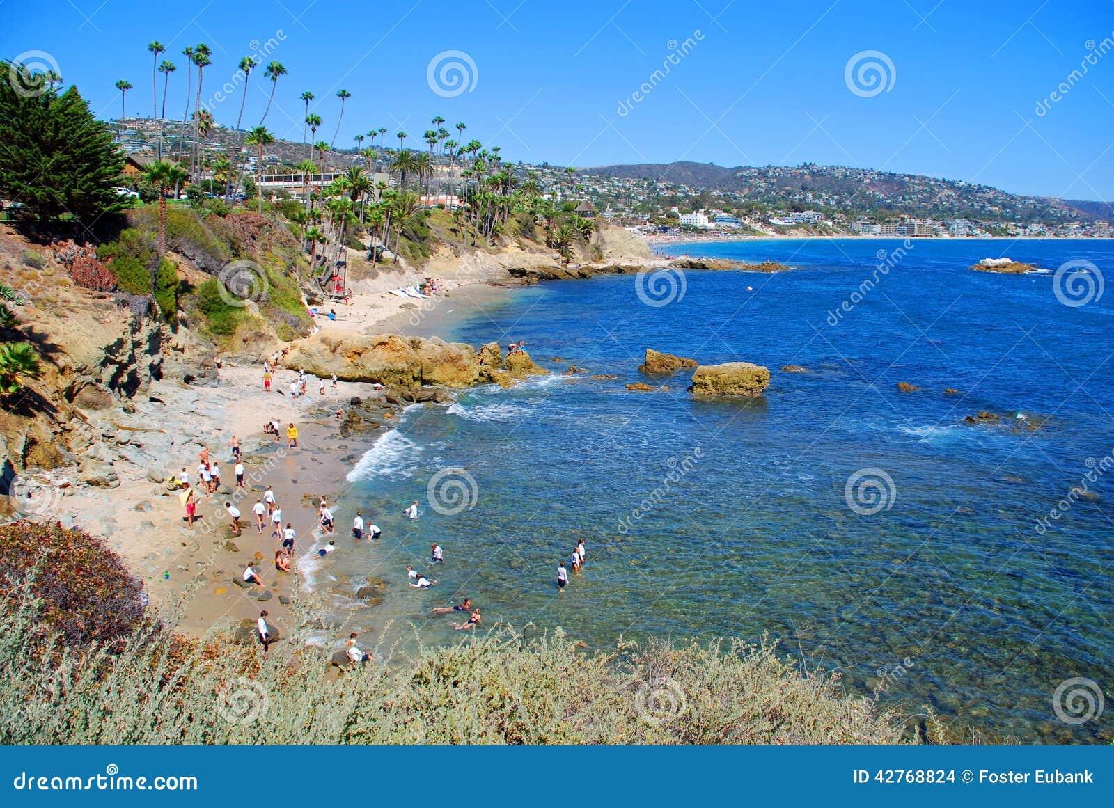 Παραλία σωρών βράχου κάτω από το πάρκο Heisler, Λαγκούνα Μπιτς,