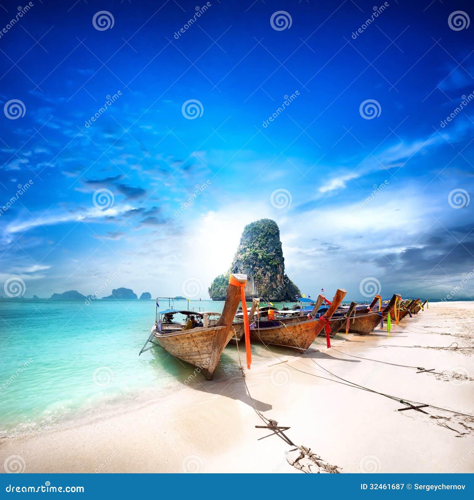Παραλία της Ταϊλάνδης στο τροπικό νησί. Όμορφο υπόβαθρο ταξιδιού