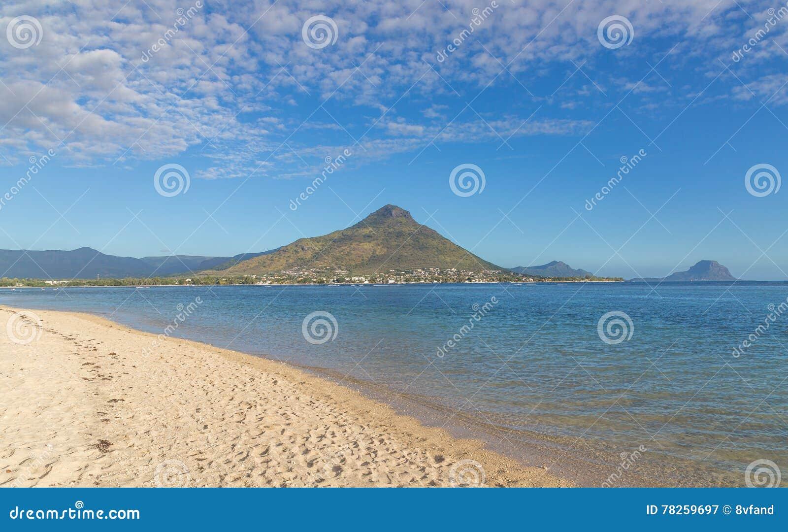 Παραλία του En Flic flac που αγνοεί Tourelle du Tamarin Μαυρίκιος