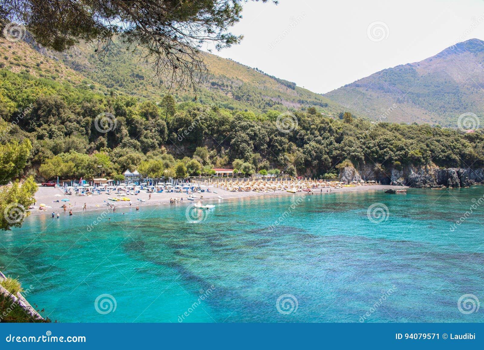 Παραδείσια παραλία Macarro σε Maratea