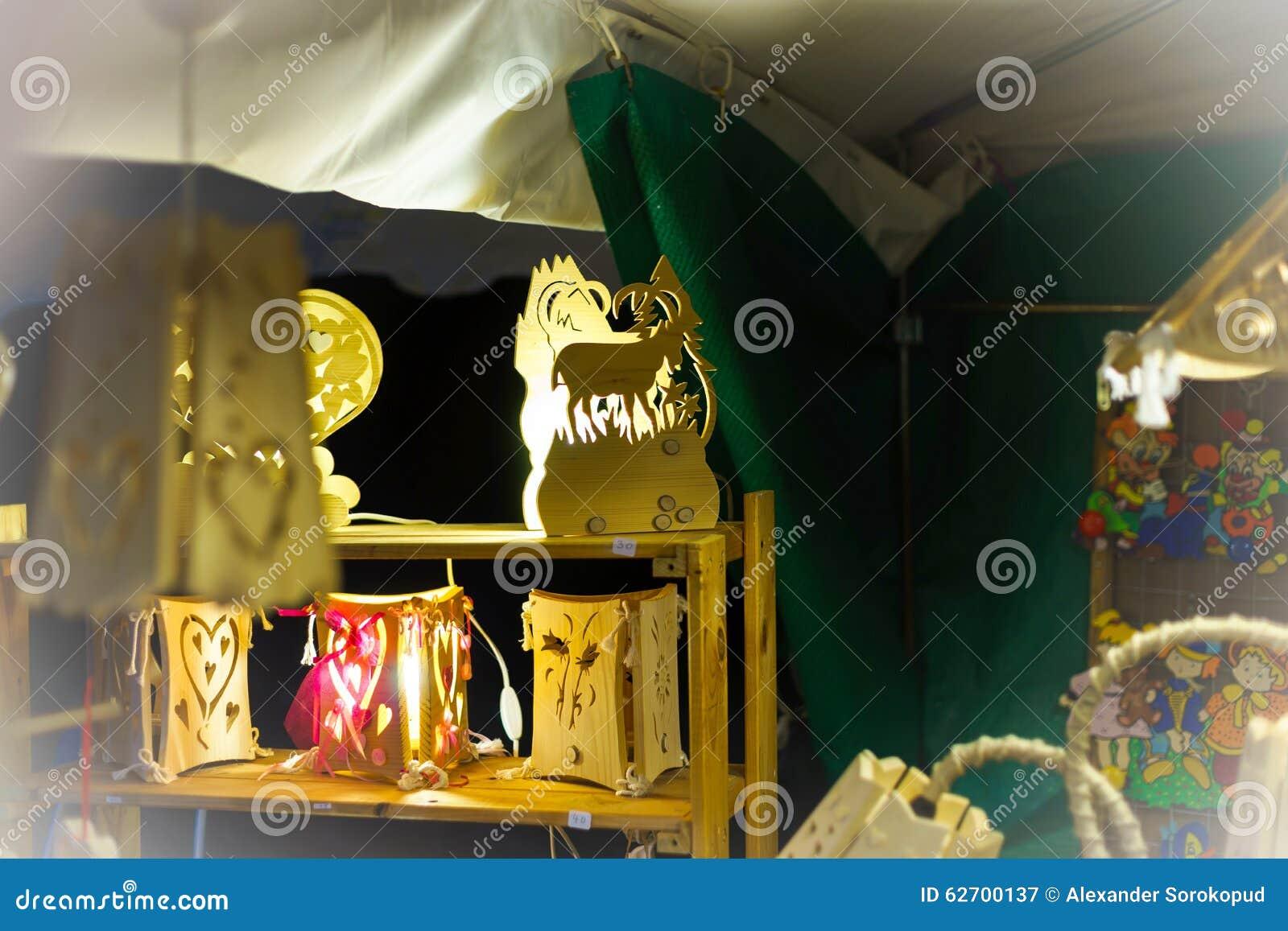 Παραδοσιακή αγορά Χριστουγέννων με τα χειροποίητα αναμνηστικά