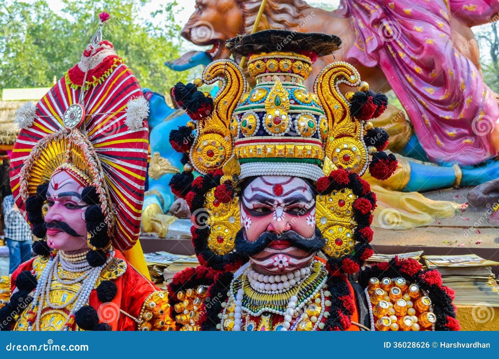 Παραδοσιακός καλλιτέχνης την ώρα της παράστασης Yakshagana