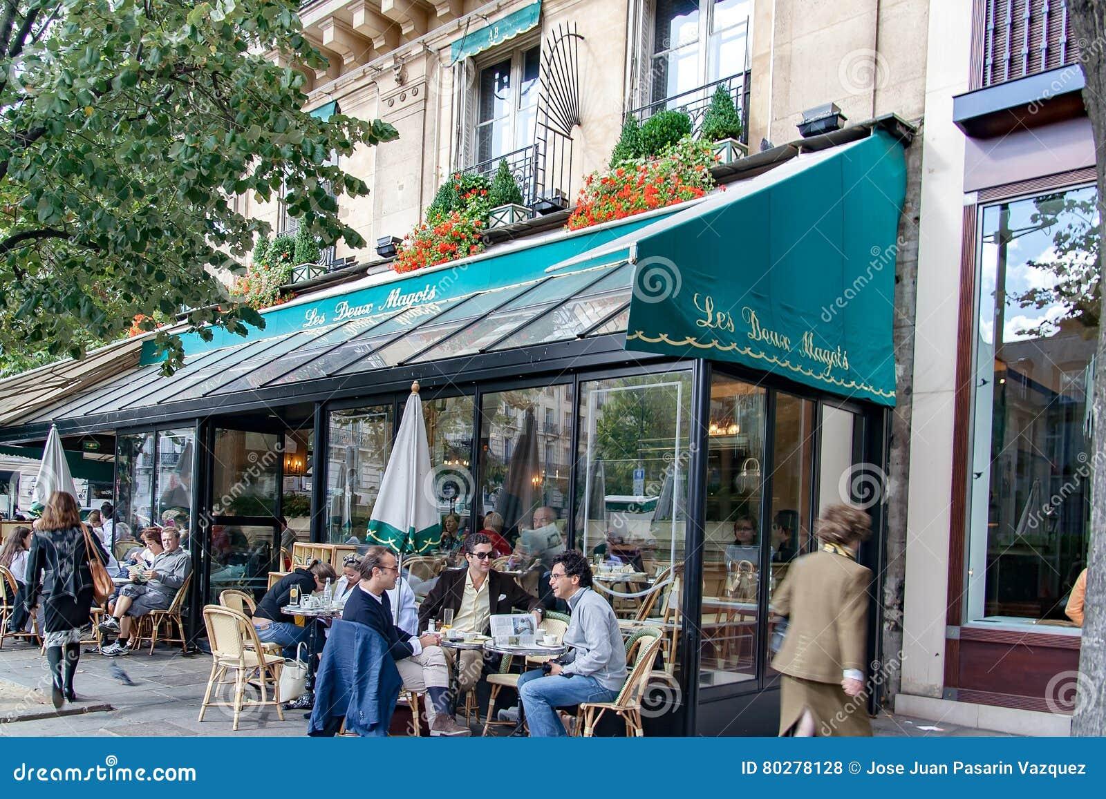 ΠΑΡΙΣΙ, ΓΑΛΛΙΑ, ΣΤΙΣ 25 ΑΠΡΙΛΊΟΥ 2016 Les Deux Magots, διάσημο café στην περιοχή Άγιος-Ζερμαίν-des-Prés