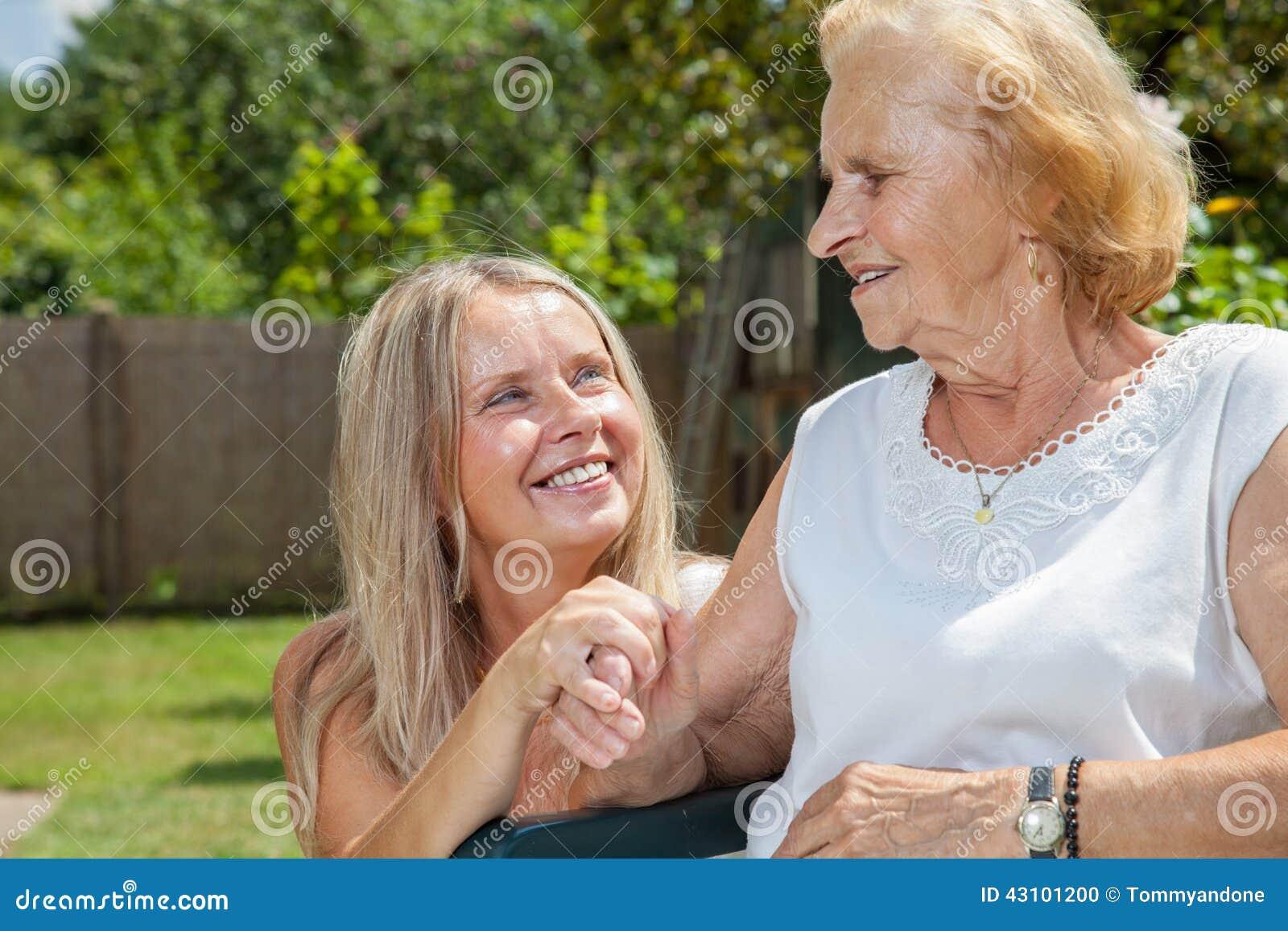 Παροχή της προσοχής για τους ηλικιωμένους