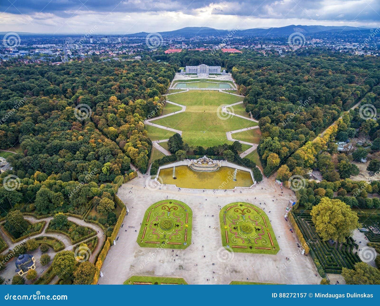 Παλάτι και κήπος Schonbrunn στη Βιέννη με τη διακόσμηση πάρκων και λουλουδιών Αντικείμενο επίσκεψης στη Βιέννη, Αυστρία