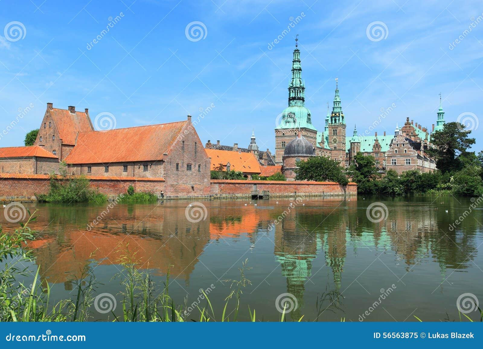 Download Παλάτι του Frederiksborg στοκ εικόνα. εικόνα από ύδωρ - 56563875