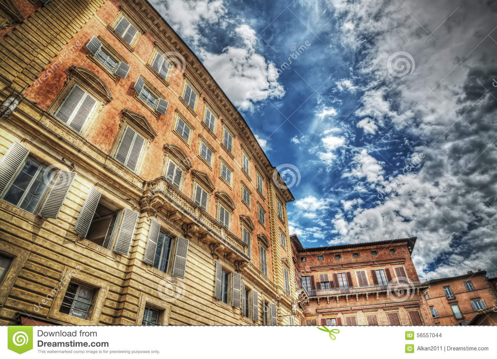 Download Παλάτι Chigi-Zondadari κάτω από έναν νεφελώδη ουρανό Στοκ Εικόνες - εικόνα από πορτοκάλι, ιστορικός: 56557044