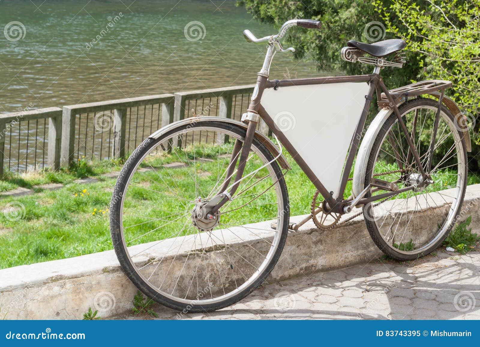 Παλαιά αναδρομική διαφήμιση ποδηλάτων