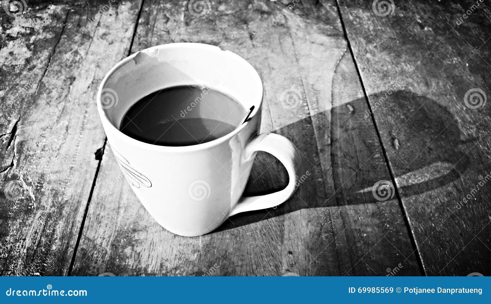 παλαιά επιχειρησιακού καφέ συμβάσεων διαμορφωμένη φλυτζάνι φρέσκια γραφομηχανή σκηνής πεννών καλημέρας παλαιά