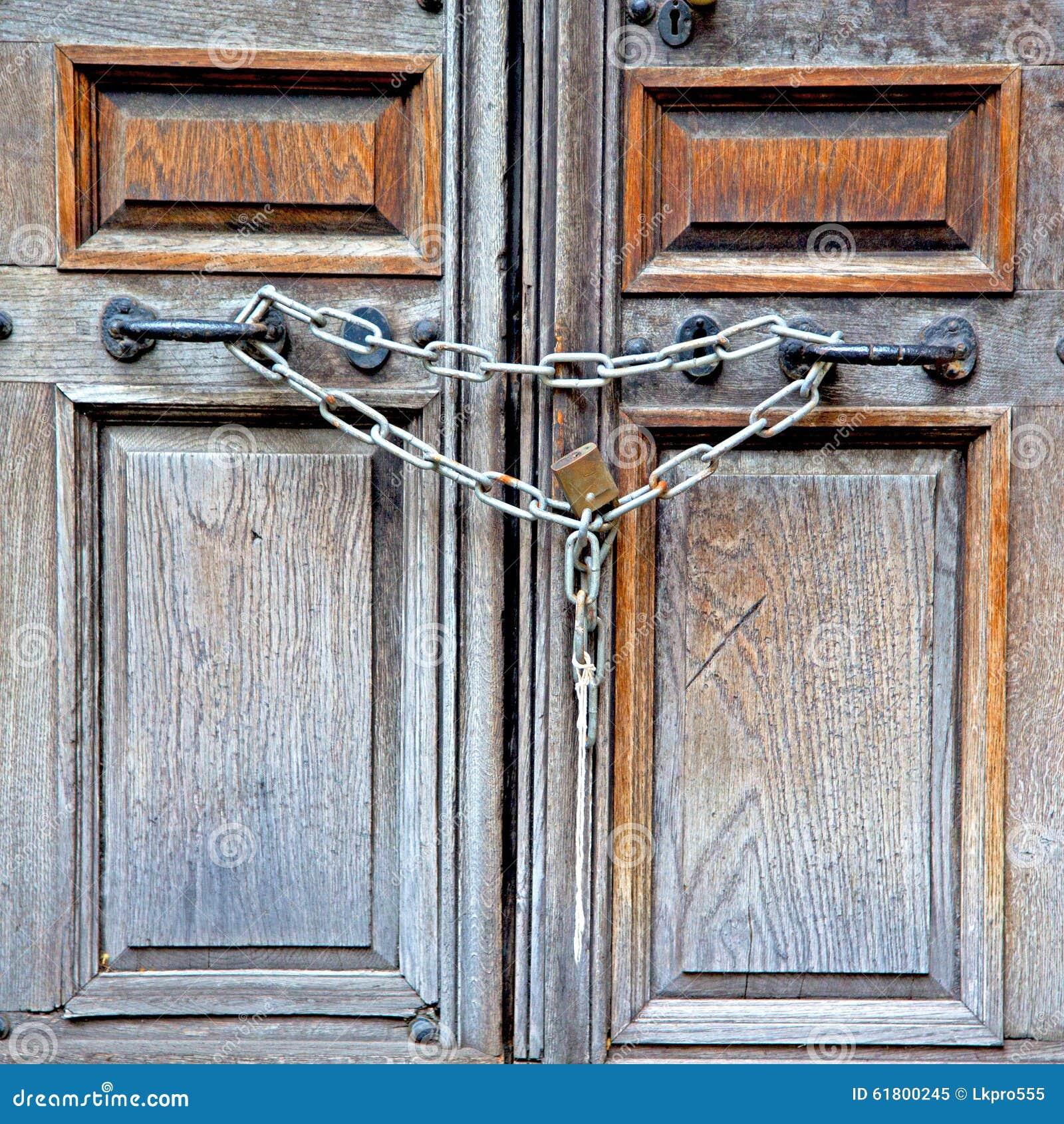 παλαιά πόρτα του Λονδίνου στην Αγγλία και αρθρωμένος