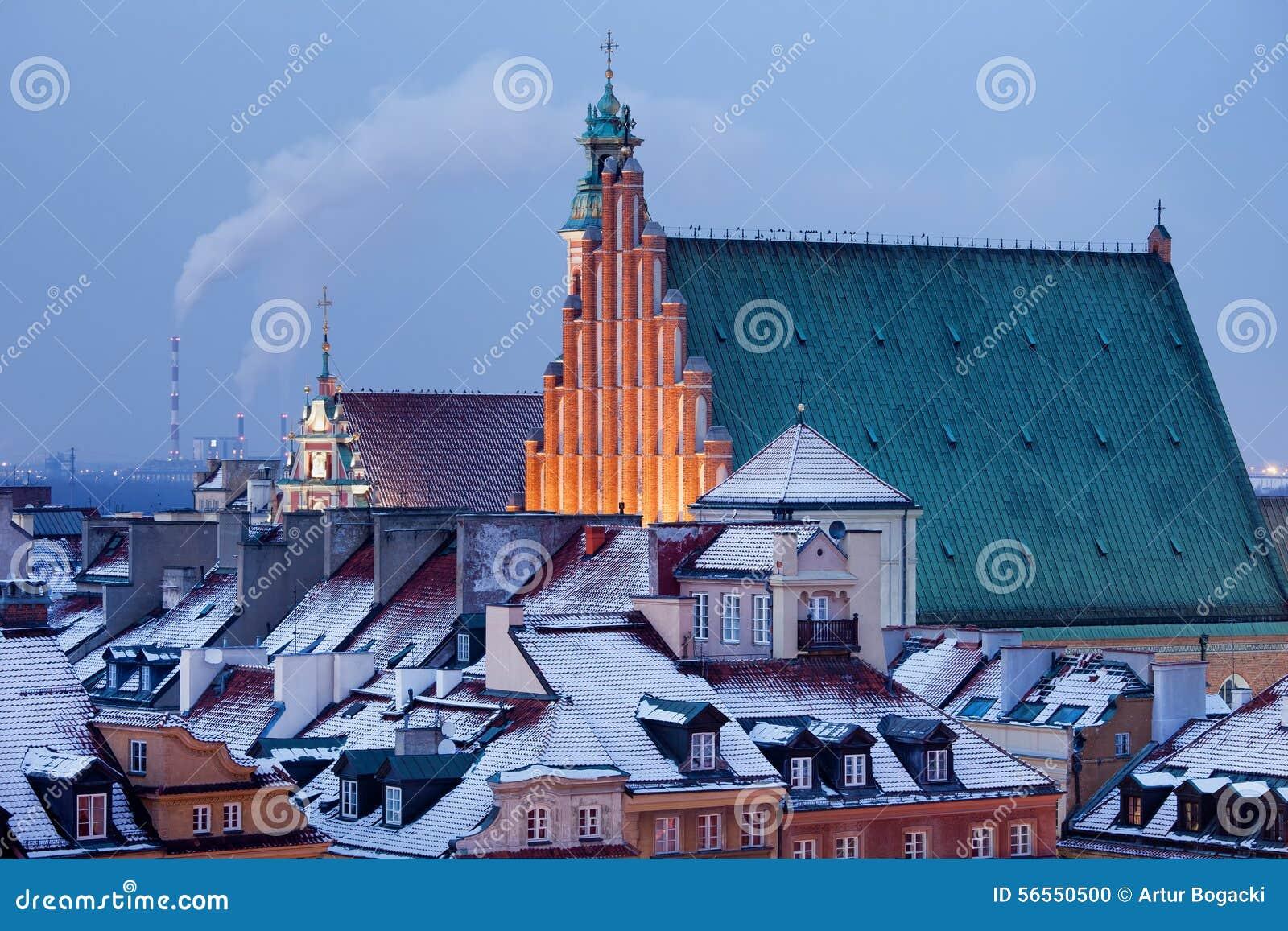 Download Παλαιά πόλη των χιονωδών στεγών της Βαρσοβίας το χειμώνα Στοκ Εικόνες - εικόνα από κορυφή, ευρώπη: 56550500