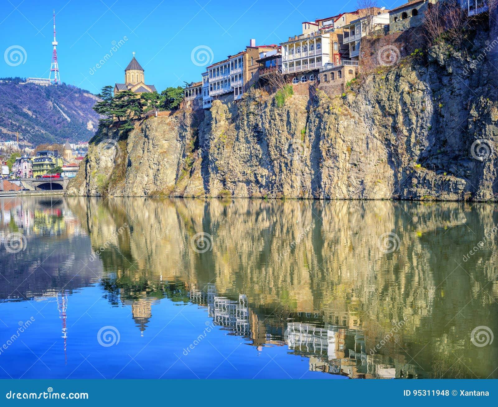 Παλαιά πόλη Tbilisi, βράχος Metekhi και ποταμός, Γεωργία