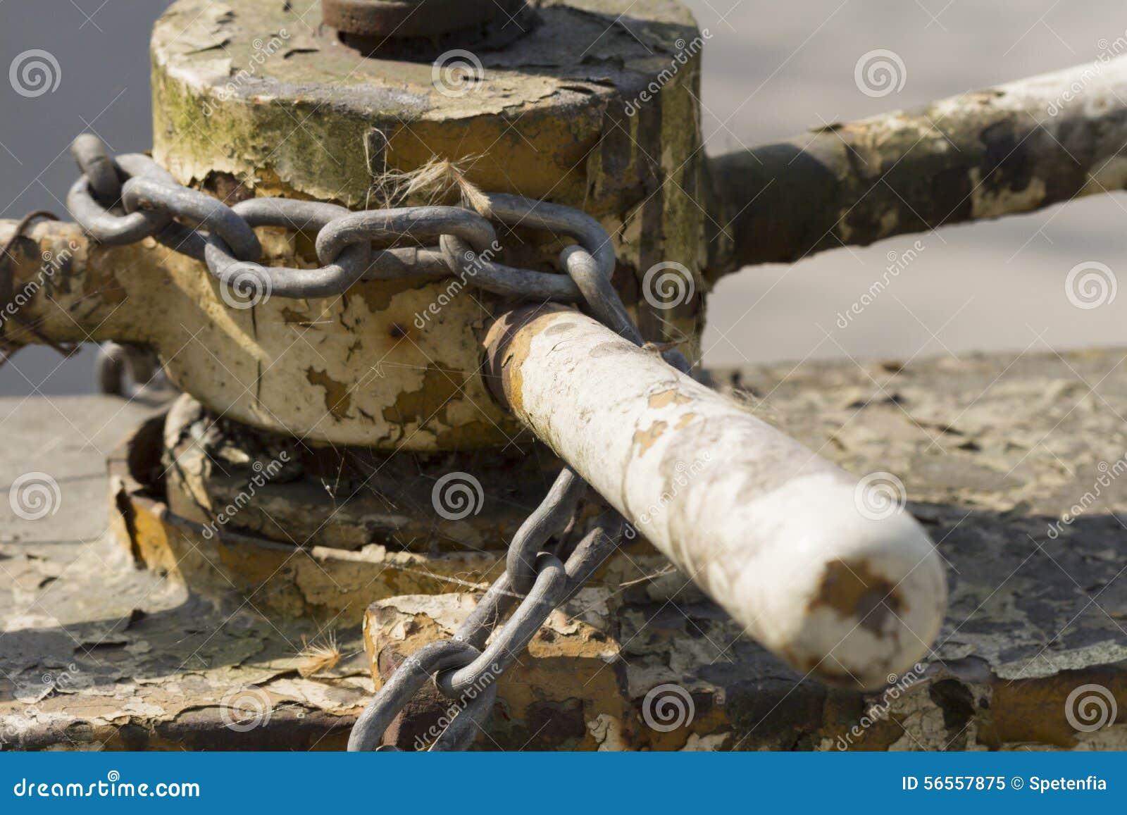 Download Παλαιά σκουριασμένη αλυσίδα Στοκ Εικόνα - εικόνα από αλυσίδα, agedness: 56557875