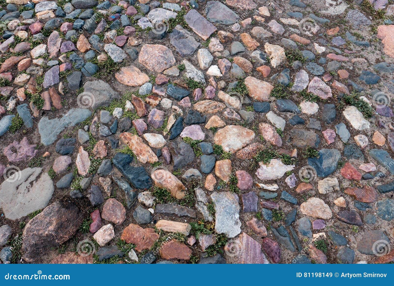 Παλαιό ζωηρόχρωμο πεζοδρόμιο πετρών