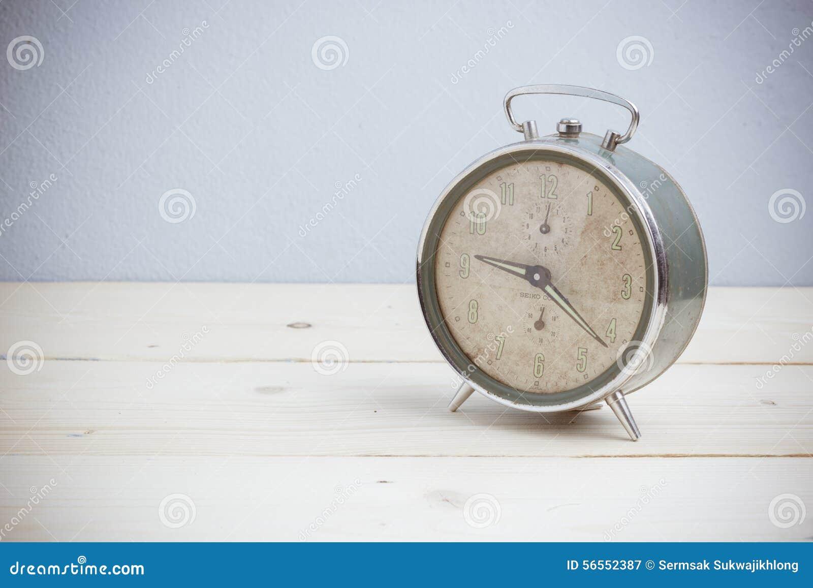 Download Παλαιό ξυπνητήρι, εκλεκτής ποιότητας τόνος Στοκ Εικόνα - εικόνα από υπενθύμιση, αντικείμενο: 56552387