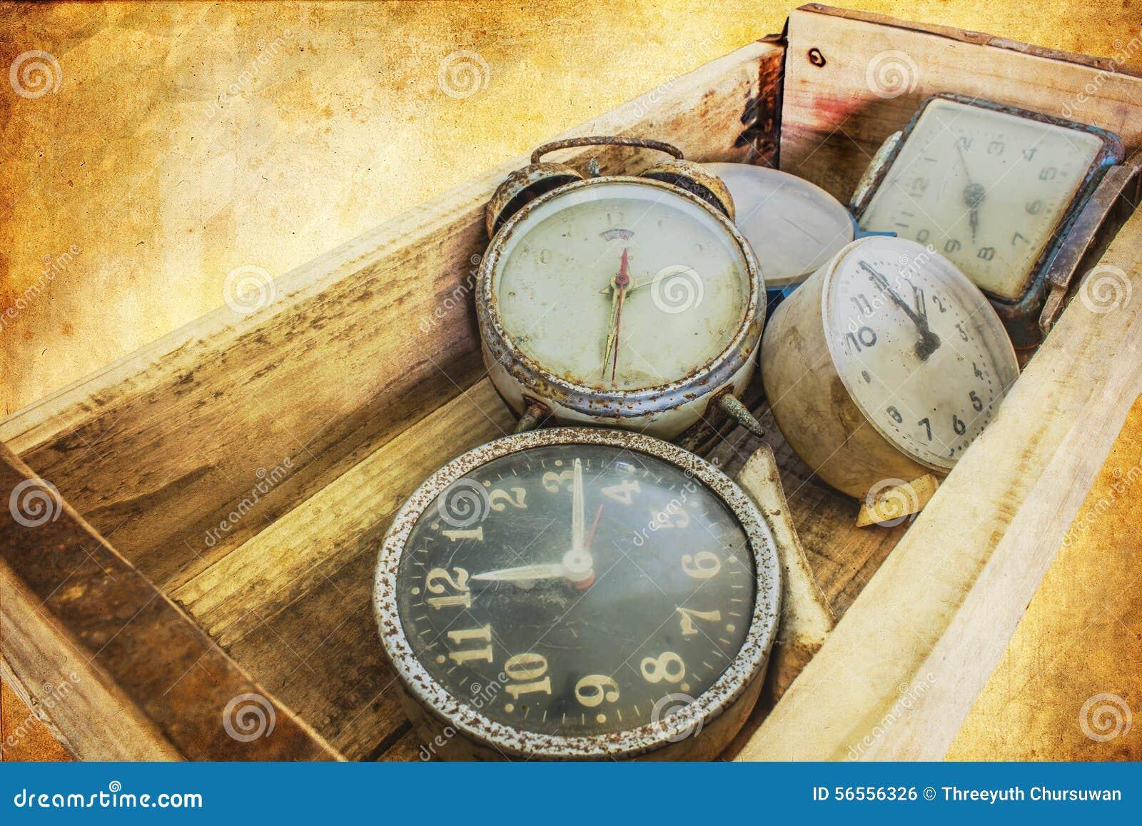 Download Παλαιό ρολόι στο αναδρομικό εκλεκτής ποιότητας υπόβαθρο τέχνης Στοκ Εικόνες - εικόνα από ρολόι, επιχείρηση: 56556326