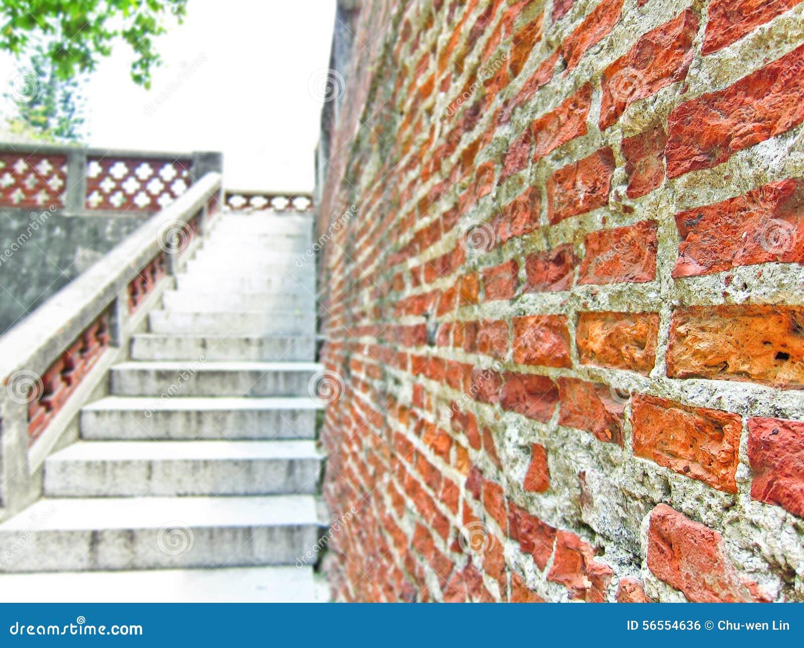 Download Παλαιό τούβλινο σπίτι στοκ εικόνες. εικόνα από ανασκόπησης - 56554636
