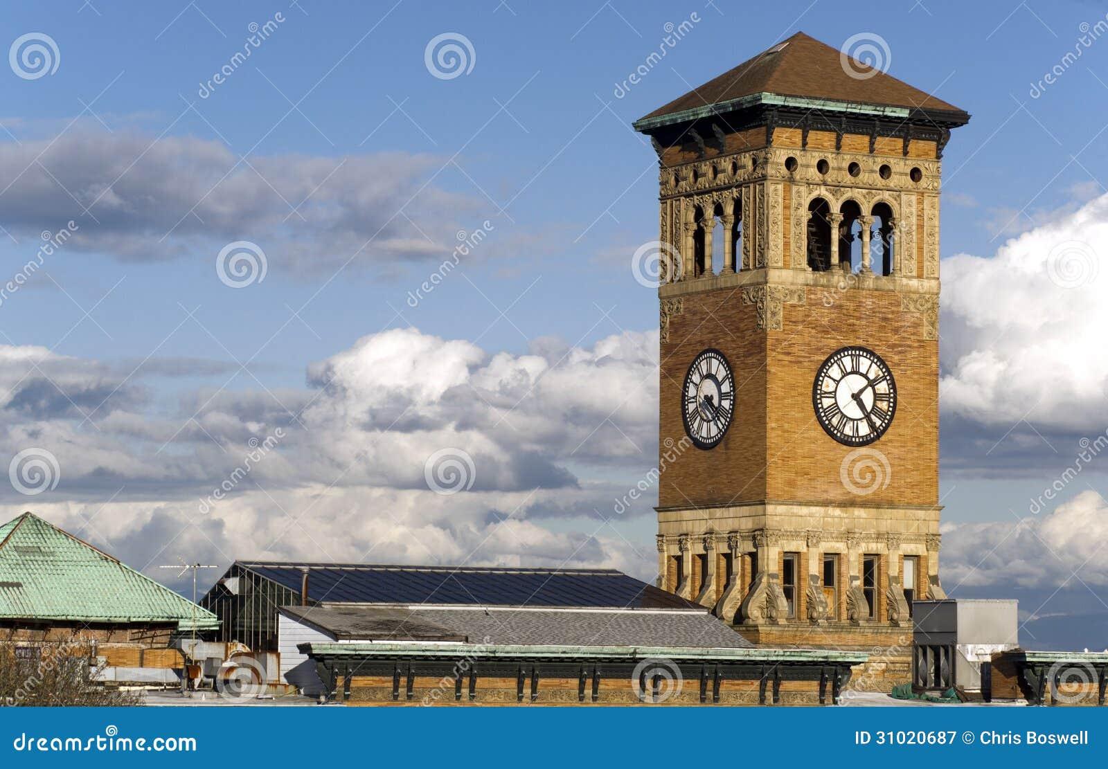 Παλαιό τούβλο του Τακόμα Δημαρχείο που χτίζει τον αρχιτεκτονικό πύργο ρολογιών