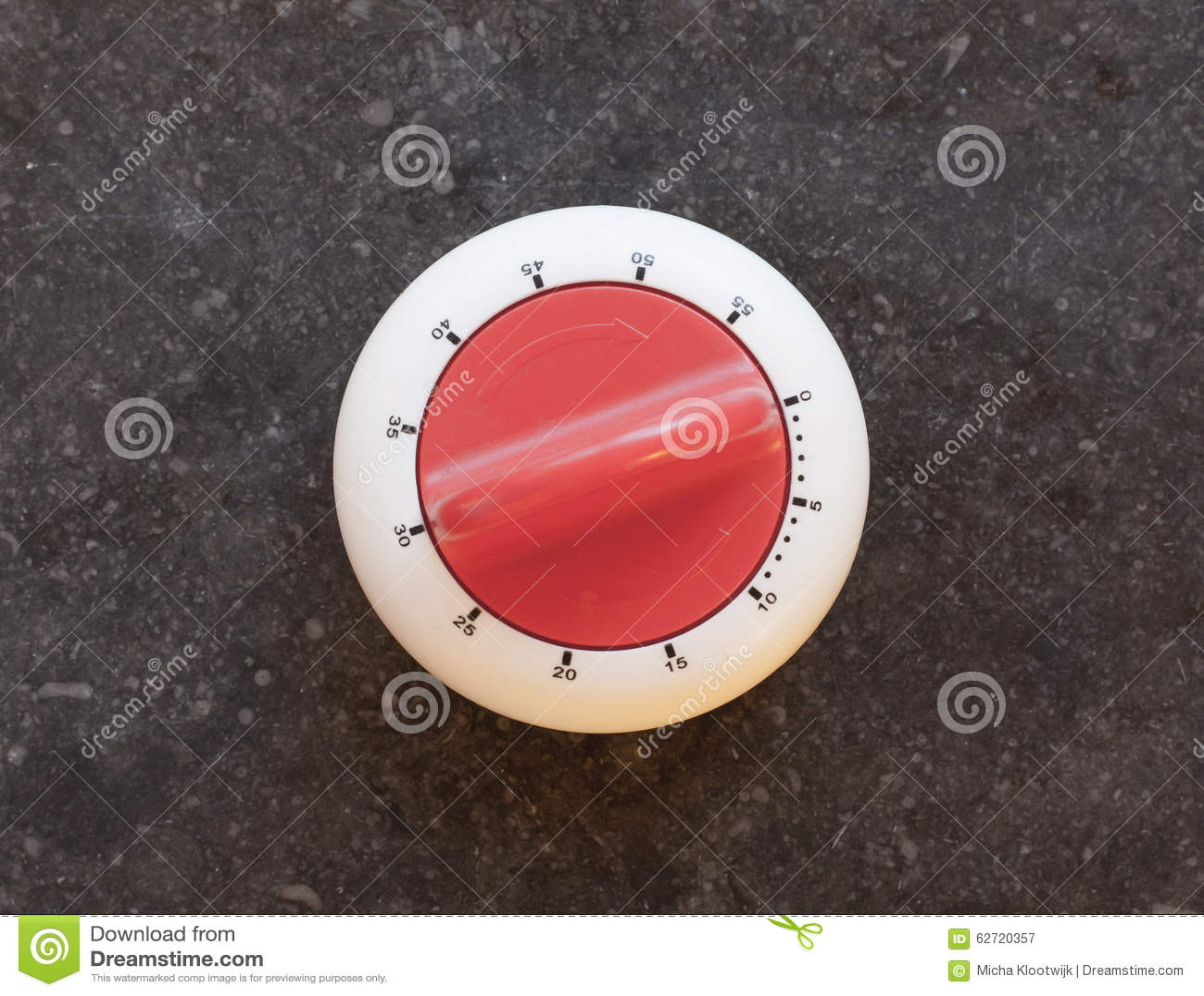 Παλαιό χρονόμετρο σε μια μαρμάρινη κουζίνα