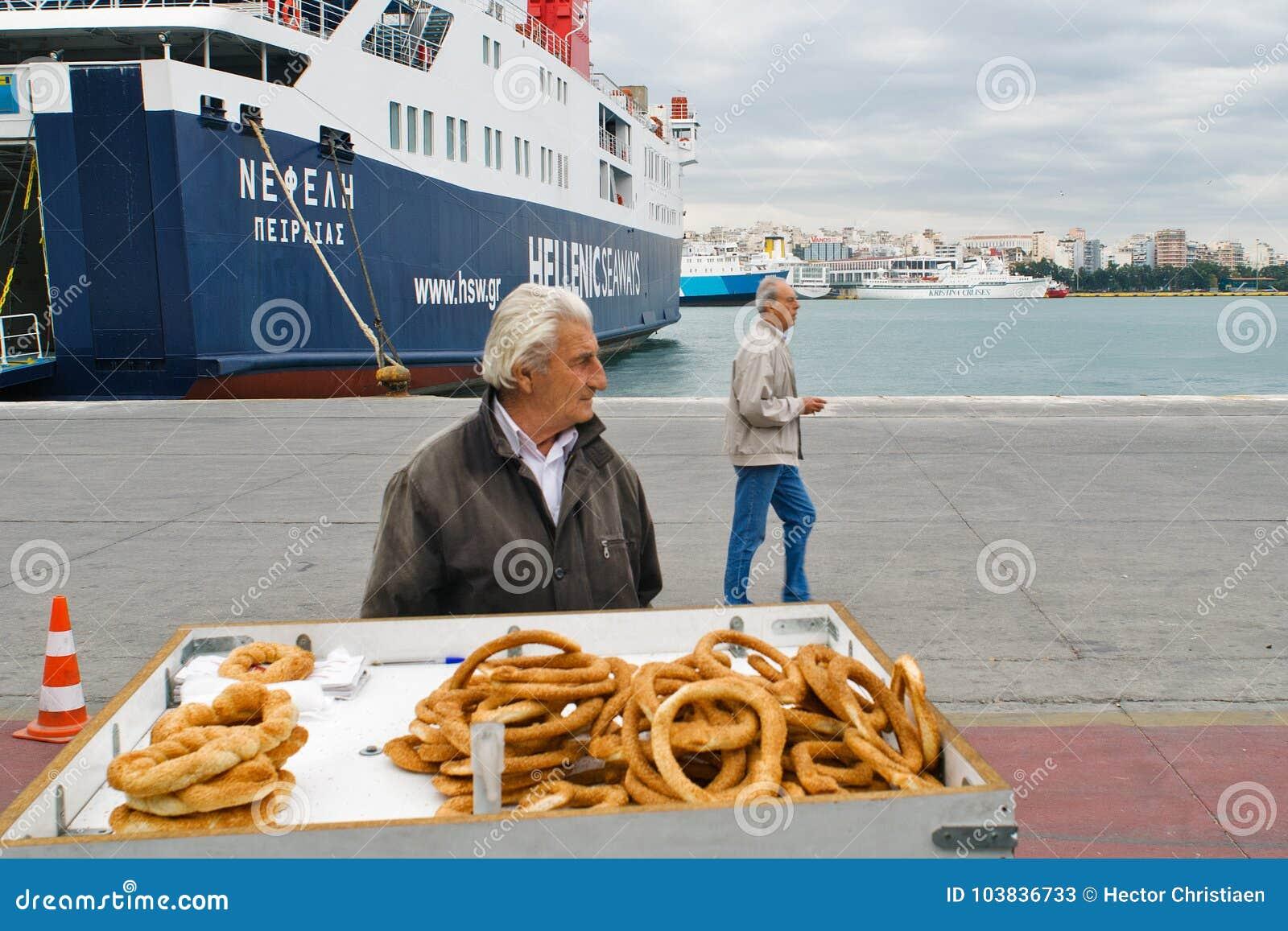 ΠΕΙΡΑΙΑΣ, ΕΛΛΑΔΑ: Ο λιμένας του Πειραιά καλύπτει συνήθως τα προγράμματα στα δημοφιλέστερα ελληνικά νησιά