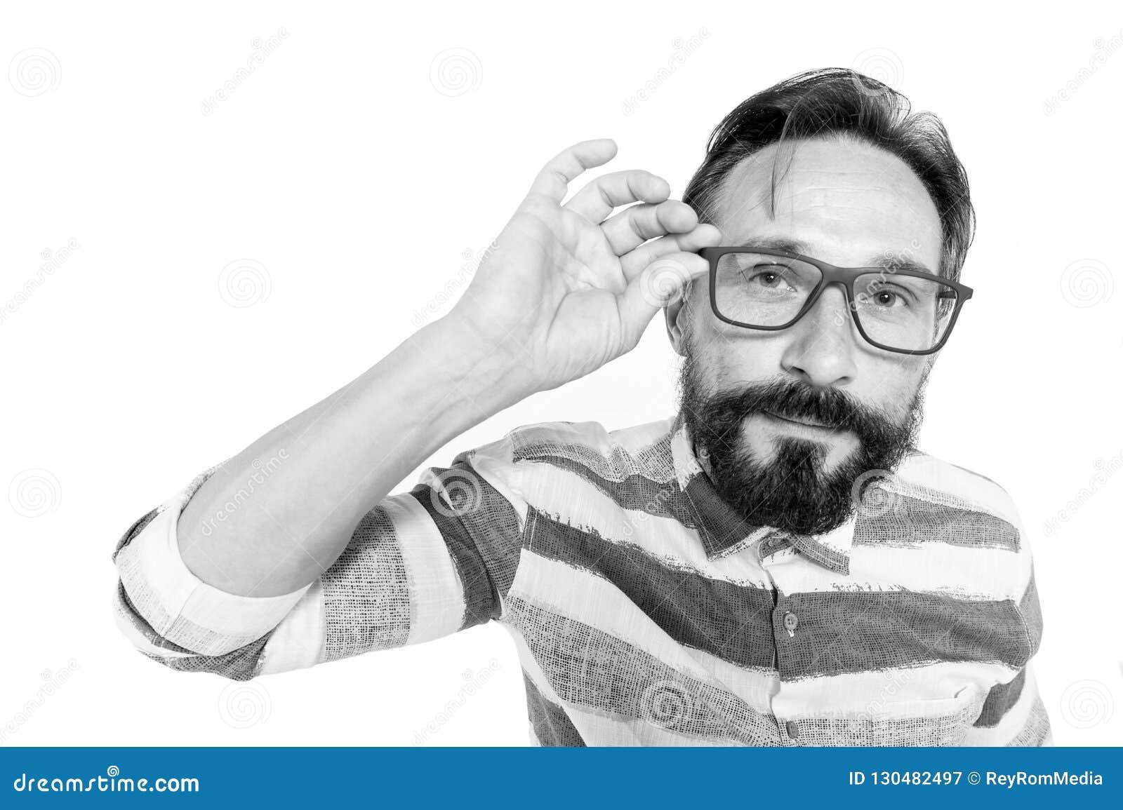 Περίεργο Hipster στα γυαλιά στο άσπρο υπόβαθρο Πορτρέτο ψάρι-ματιών του γενειοφόρου τύπου στα γυαλιά Έκπληκτος poindexter στο λευ
