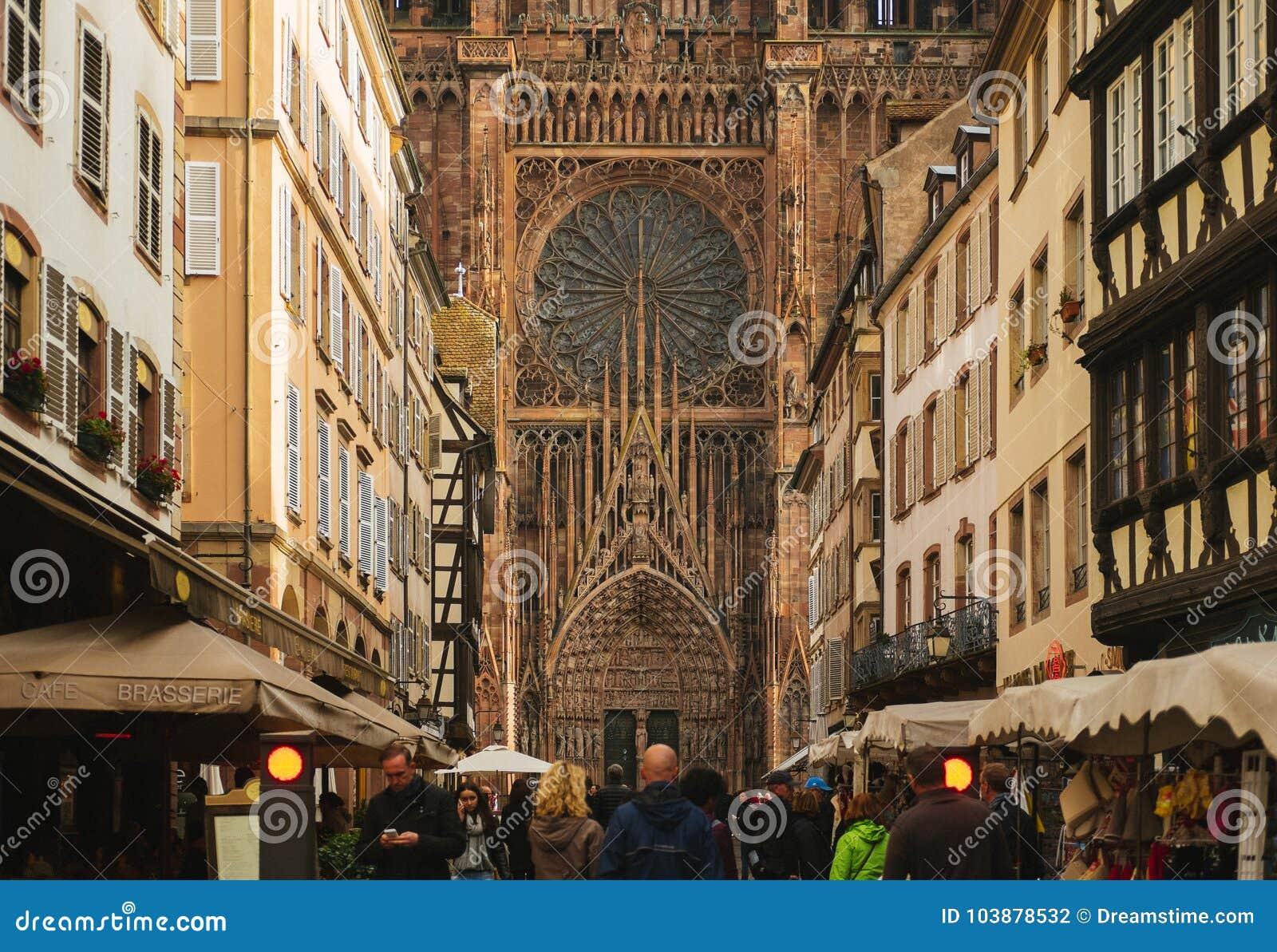 Περίπατος πρωινού στον καθεδρικό ναό του Στρασβούργου