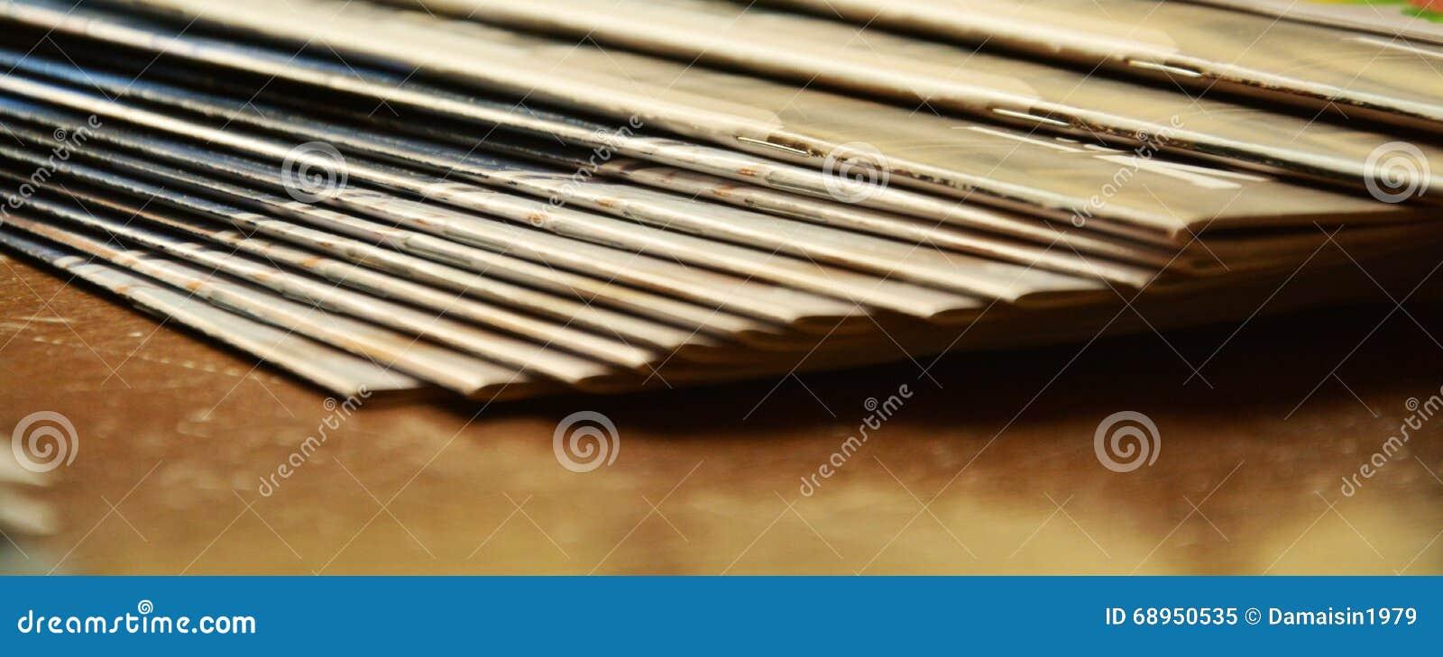 Περιοδικά, ράφι και εκλεκτής ποιότητας χρώματα