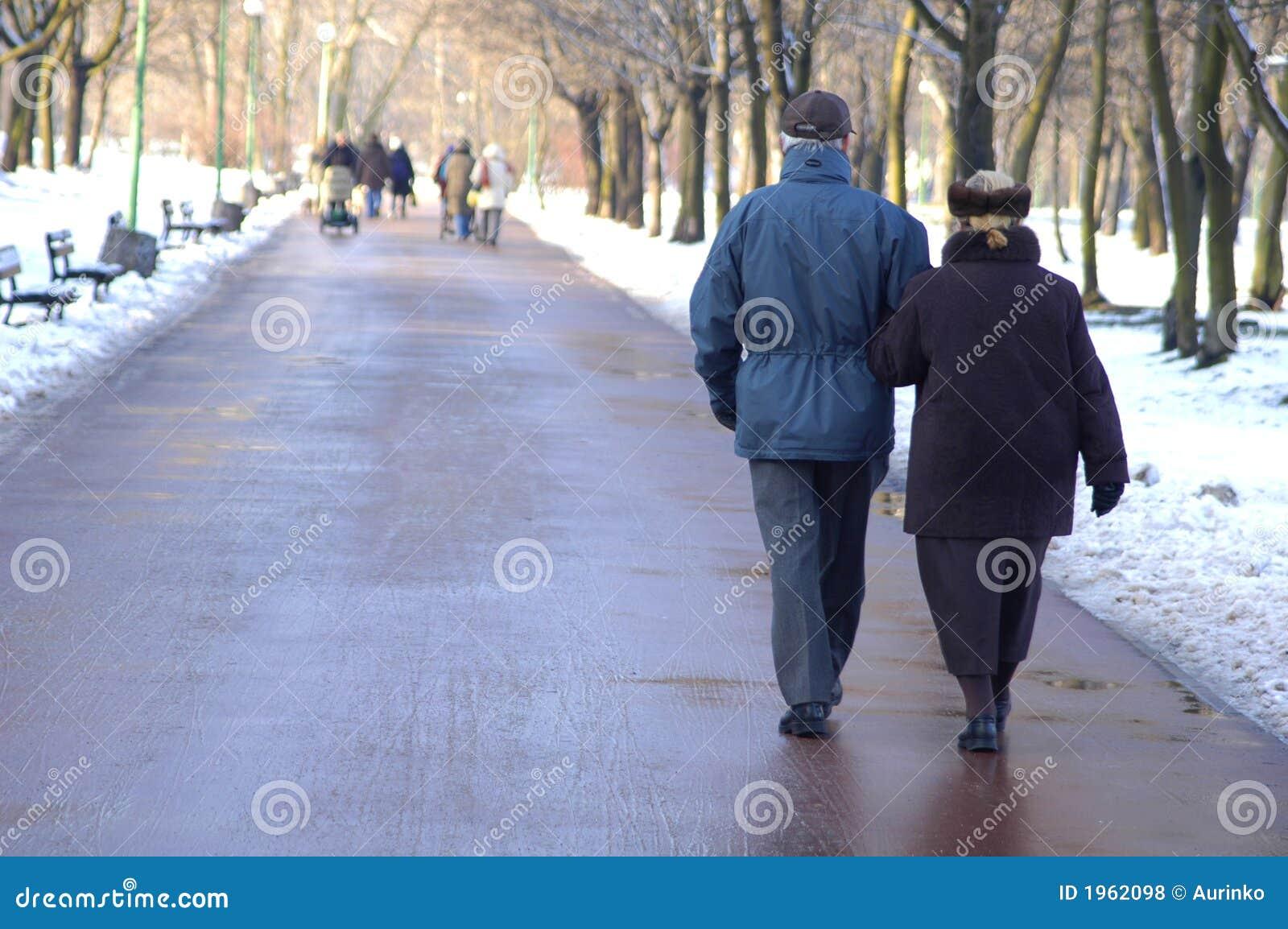 περπάτημα πρεσβυτέρων ζε&upsilo