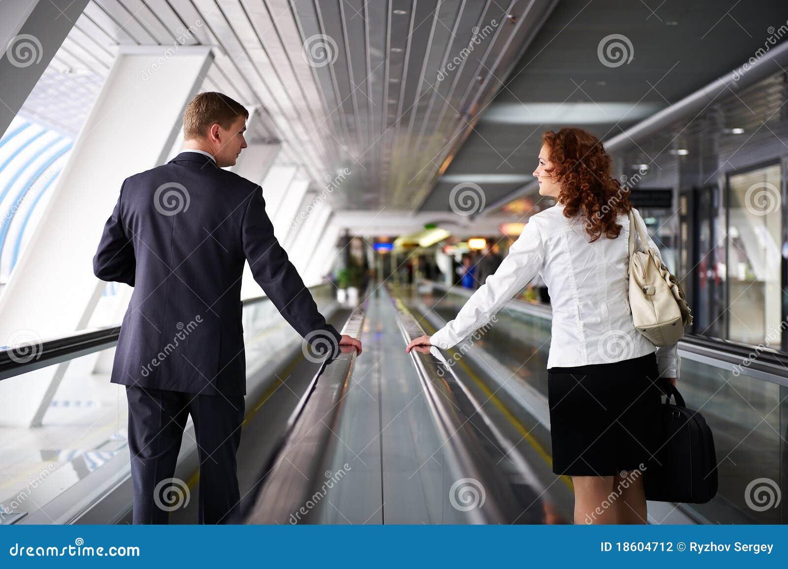 περπατώντας γυναίκα ανδρώ&nu