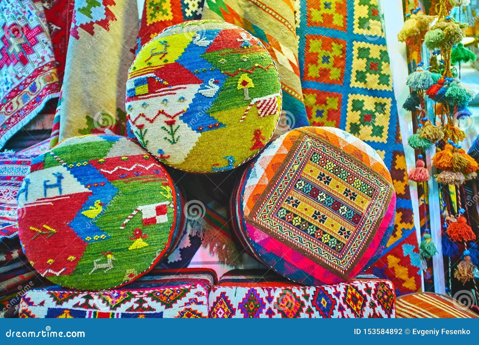 Περσικά μαξιλάρια υποστυλωμάτων, Shiraz, Ιράν