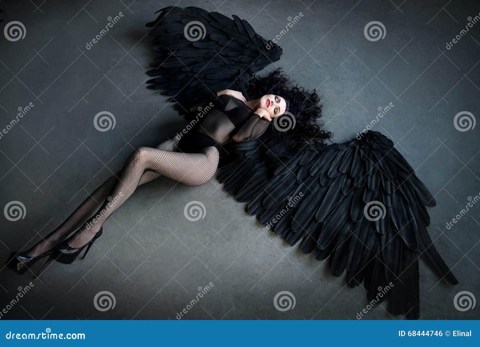 Κυρία Γκάγκα συμπαθεί μεγάλο πουλί