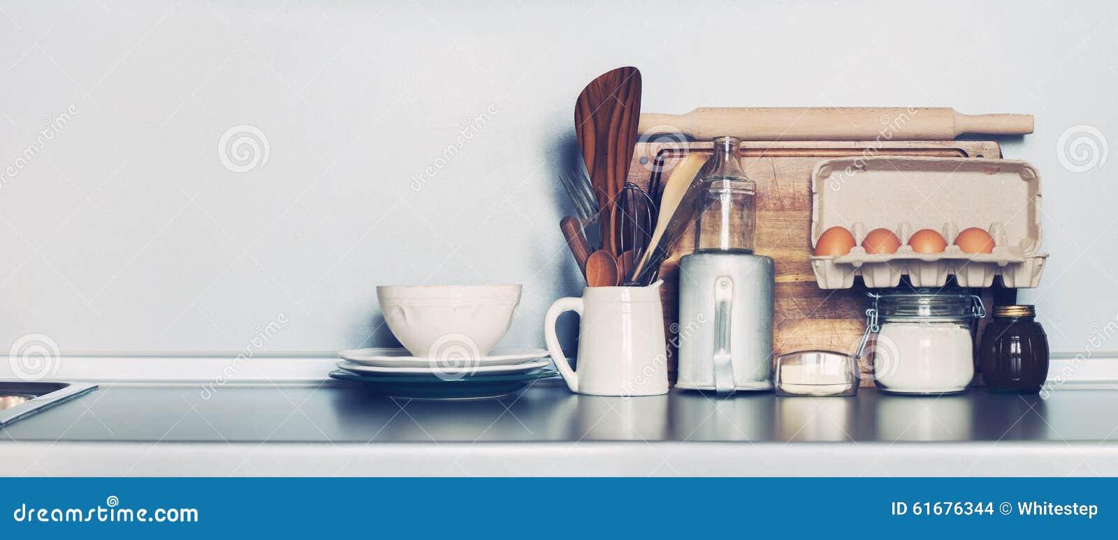 Πιάτα κουζινών, επιτραπέζια εμπορεύματα, παντοπωλείο και διαφορετική ουσία Table-top διάστημα αντιγράφων