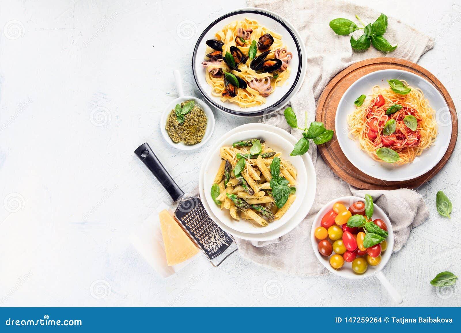 Πιάτα των ζυμαρικών r