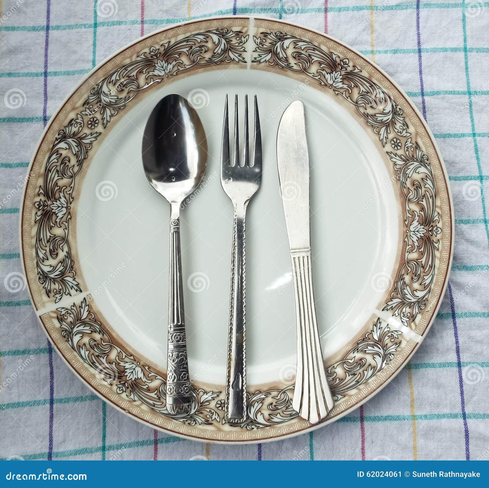 Πιάτο, κουτάλι & δίκρανο στον πίνακα