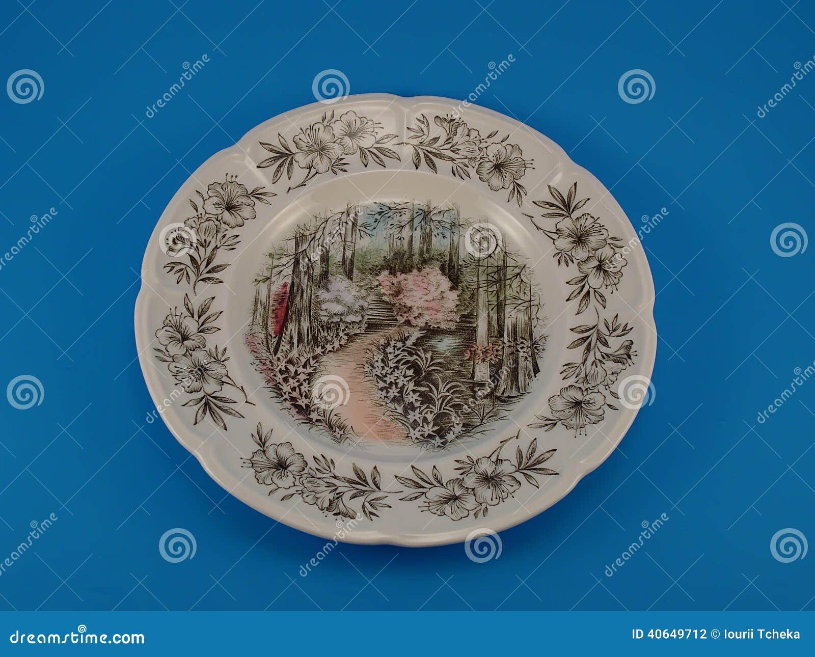 Πιάτο στο μπλε υπόβαθρο