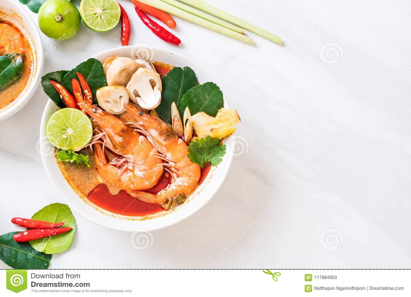 Πικάντικη ξινή σούπα του Tom Yum Goong