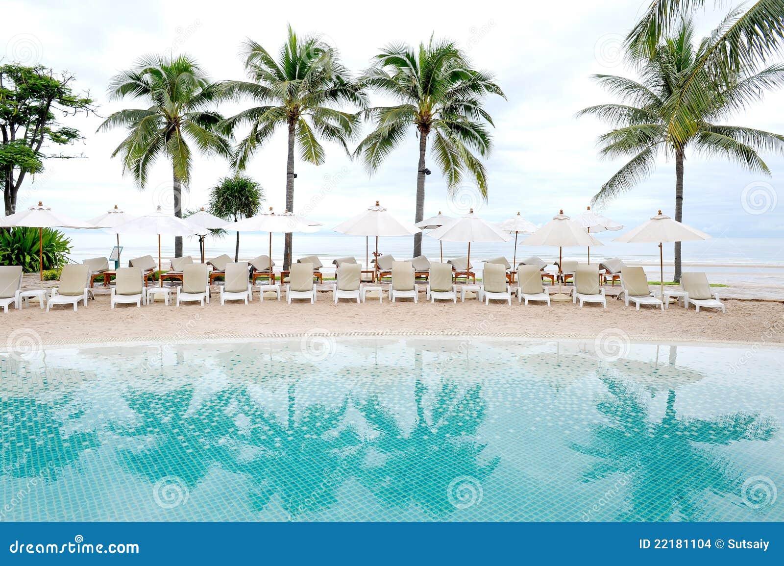 Πισίνα θαλασσίως στο ξενοδοχείο θερέτρου