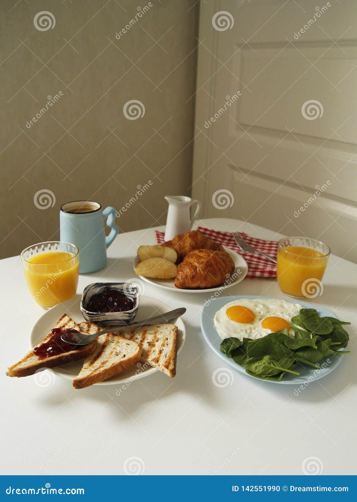 Πλάγια όψη προγευμάτων ρουτίνα πρωινού