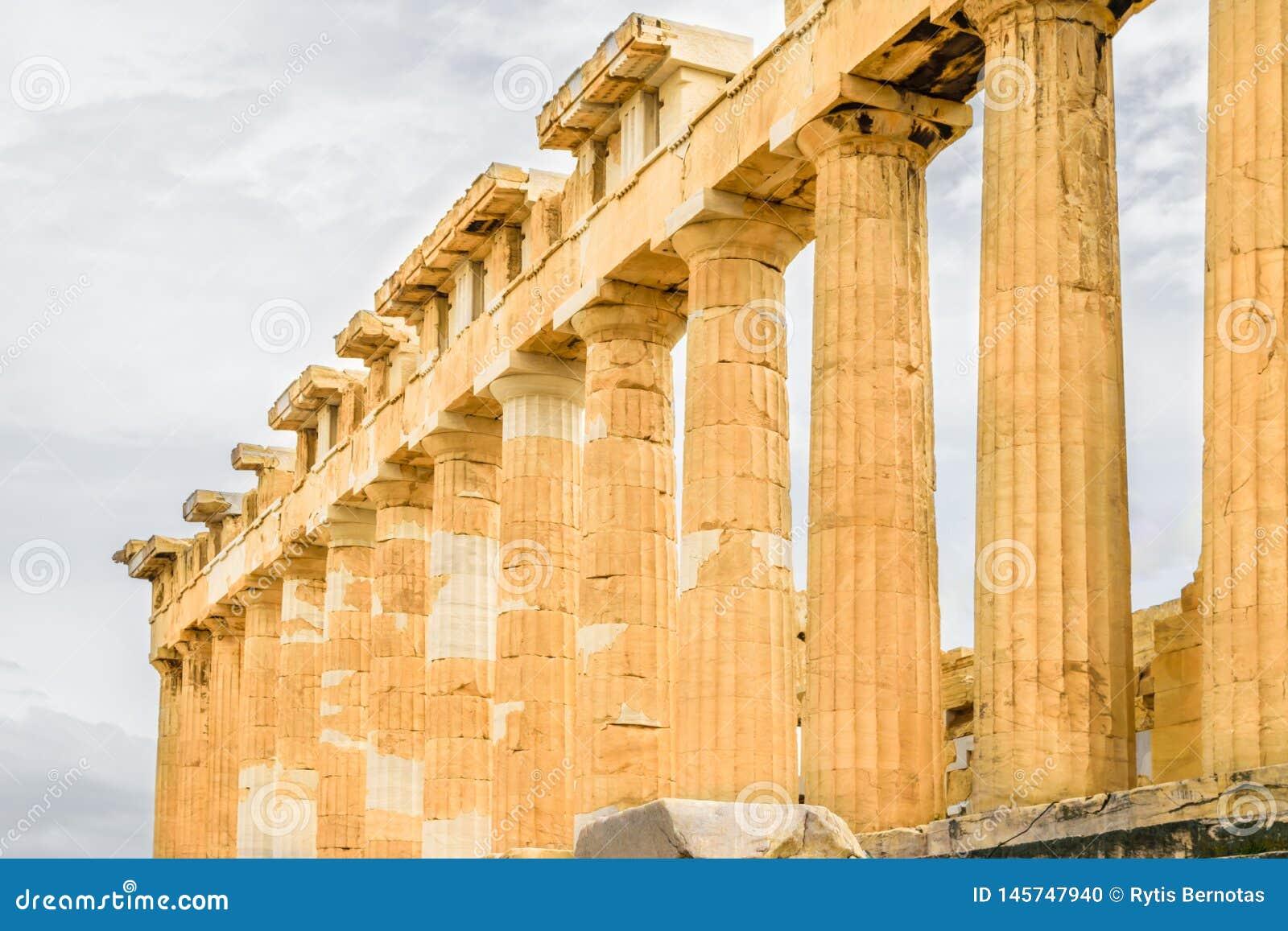 Πλάγια όψη των στυλοβατών Parthenon στην ακρόπολη