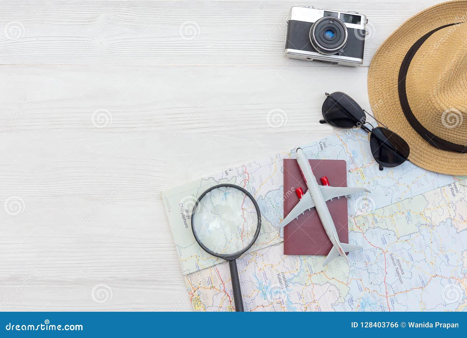 Πλάνισμα του θερινού διακινούμενου διαβατηρίου με τον τρύγο καμερών, χάρτης, αστέρι ψαριών, γυαλιά ήλιων, καπέλο, αεροπλάνο Ταξίδ