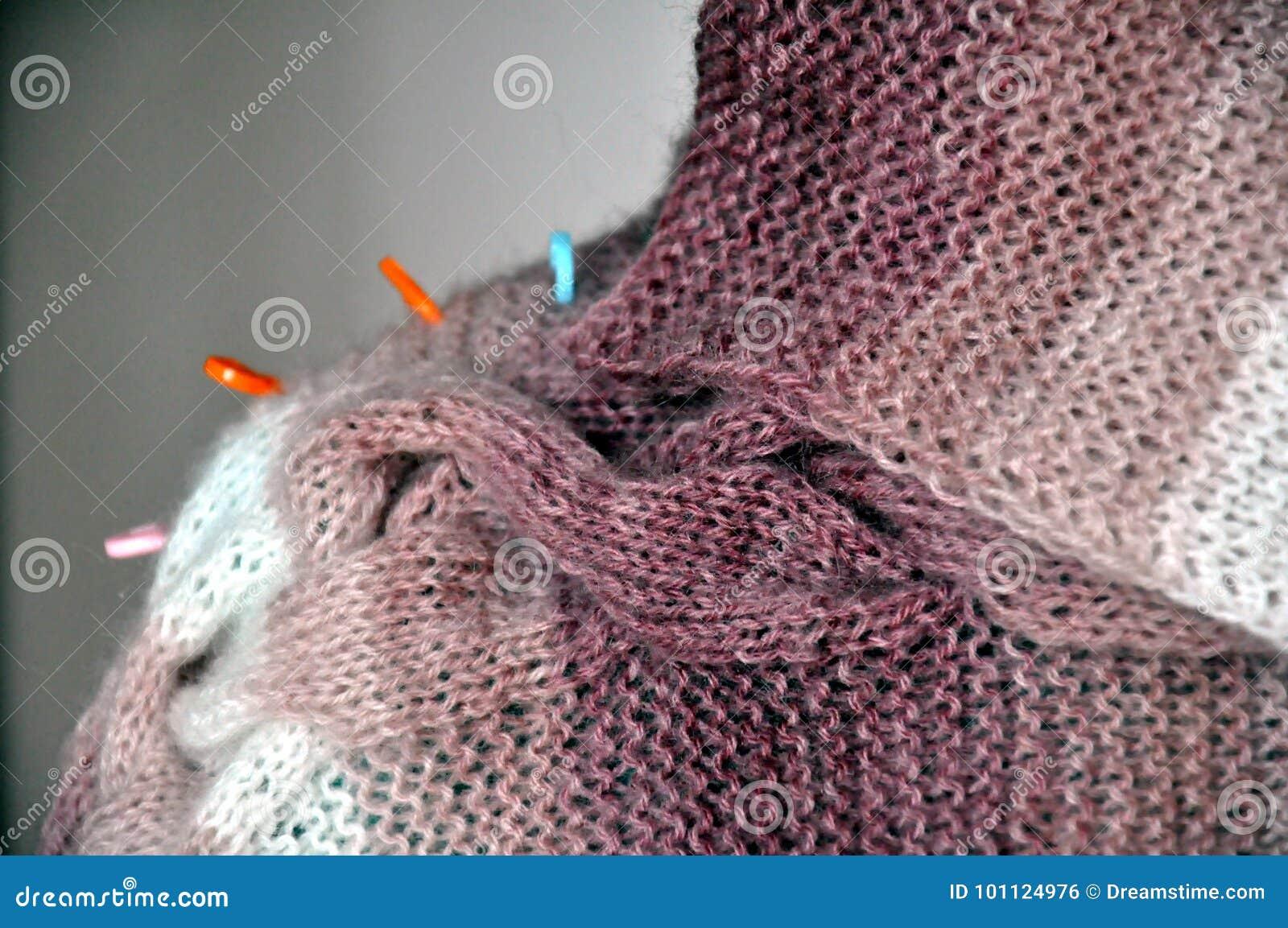 7423cb181d68 Πλέξιμο από ένα γούνινο νήμα Στοκ Εικόνες - εικόνα από κύκλος ...