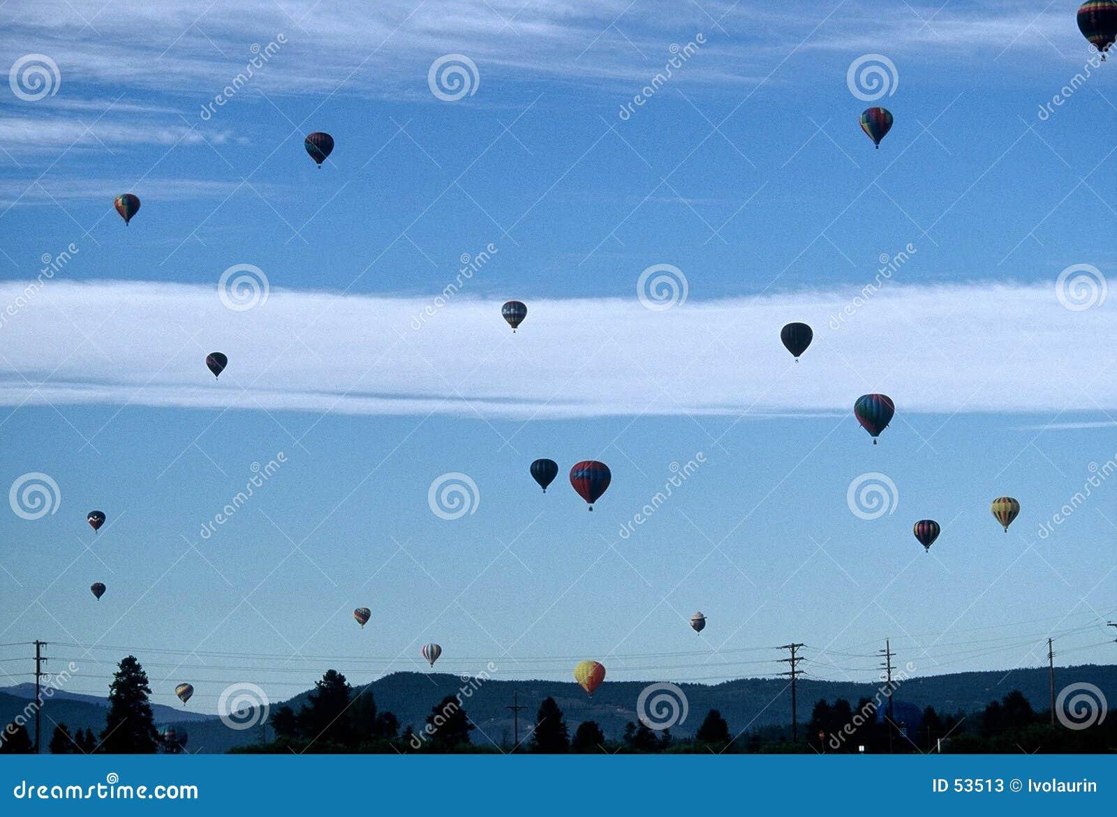 Download πλήρης ουρανός μπαλονιών στοκ εικόνα. εικόνα από τοπίο, κβάντο - 53513