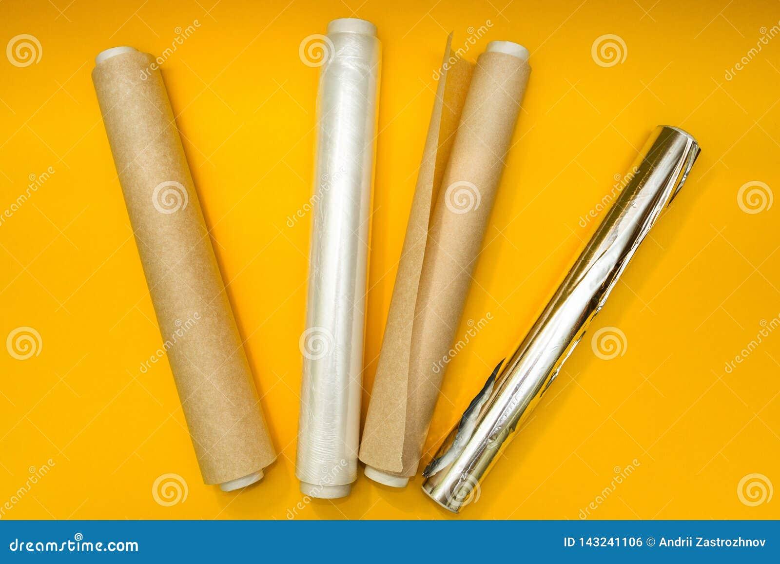 Πλαστικό περικάλυμμα, φύλλο αλουμινίου αργιλίου και ρόλος του εγγράφου περγαμηνής για το κίτρινο υπόβαθρο